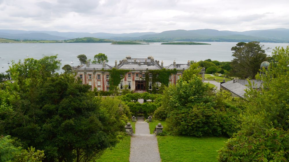 ''Stairway to Heaven'', de trap Hundred Steps met uitzicht over Bantry House en Bantry Bay